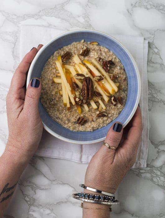 Porridge con mela e zenzero